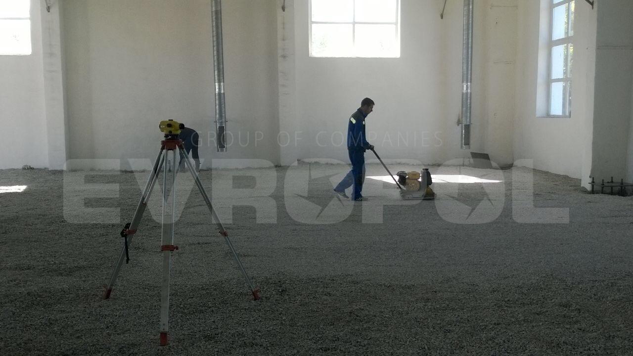 Подготовка щебеночного основания для бетонного пола